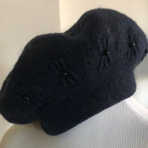 LUXE. ITALIAN DESIGNER WOOL HAT. VERY THICK. NEW